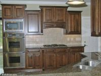 kitchen-set-forniture-for-a-hillside-house